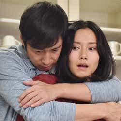 徳井義実、中谷美紀「私 結婚できないんじゃなくて、しないんです」第9話・場面カット(C)TBS