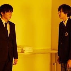 田中圭、秋谷郁甫「先生を消す方程式。」第4話より(C)テレビ朝日