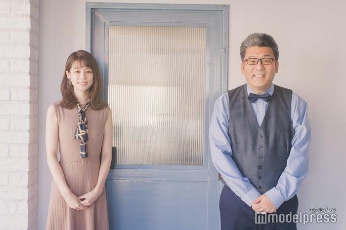鈴木唯アナウンサー、軽部真一アナウンサー (C)モデルプレス