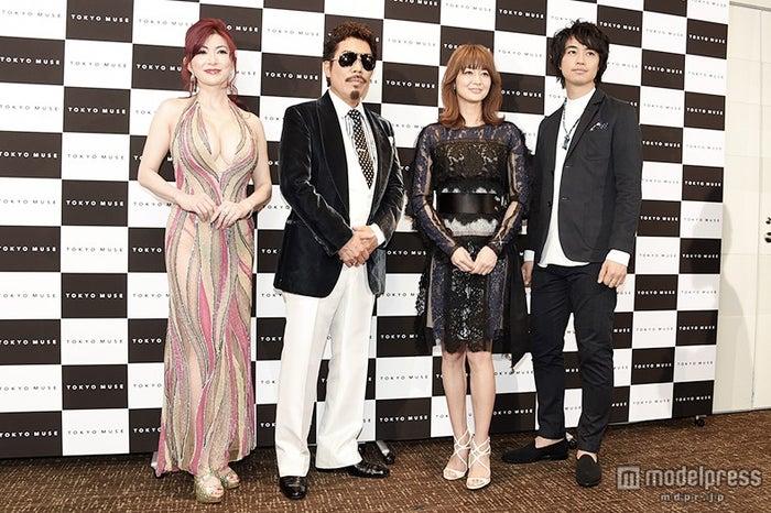 (左から)叶美香、鈴木雅之、富岡佳子、斎藤工