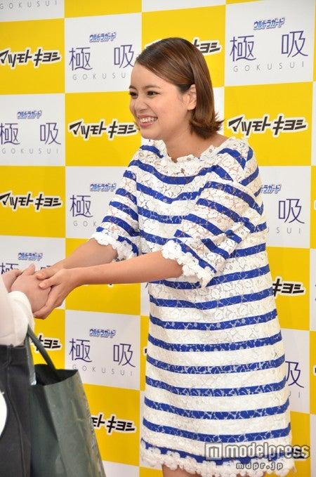 ファンと握手