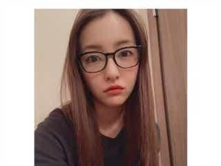板野友美、就寝前のリラックス姿に「メガネ姿も可愛い」「めっちゃタイプ」の声