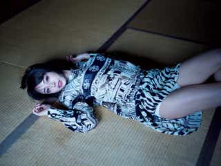 美人YouTuber・サキ吉、初水着グラビアで妖艶ポーズ