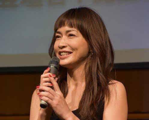 長谷川京子、美しい生脚を披露 ヒョウ柄の超ミニ丈ワンピ姿に「京子さん、セクシーすぎます」「せめてますね」