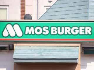 モスの新ドリンク、テイクアウトでも味が薄まりにくい魔法の飲み物だった 『モスバーガー』がこの夏新たに展開するドリンクを発表。時流にぴったりのある仕掛けが施されており…。