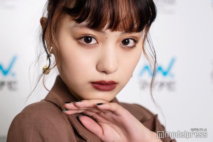 モデルプレスのインタビューに応じた鶴嶋乃愛(C)モデルプレス
