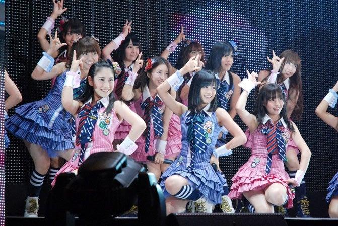 AKB48(「アゲる!POP祭り2010」より)