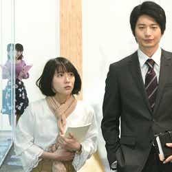 石橋杏奈、吉岡里帆、向井理/「きみが心に棲みついた」第7話より(C)TBS