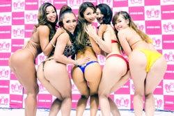 (左から)古渡奈々子さん、中村未幸さん、MVPのアミン・カレダさん、井口はるこさん、白塚麻衣子さん(提供写真)