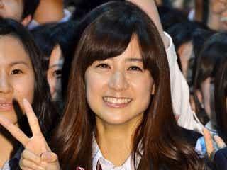 山本美月、岡本杏理がミニスカ制服姿で高校の学園祭にサプライズ登場