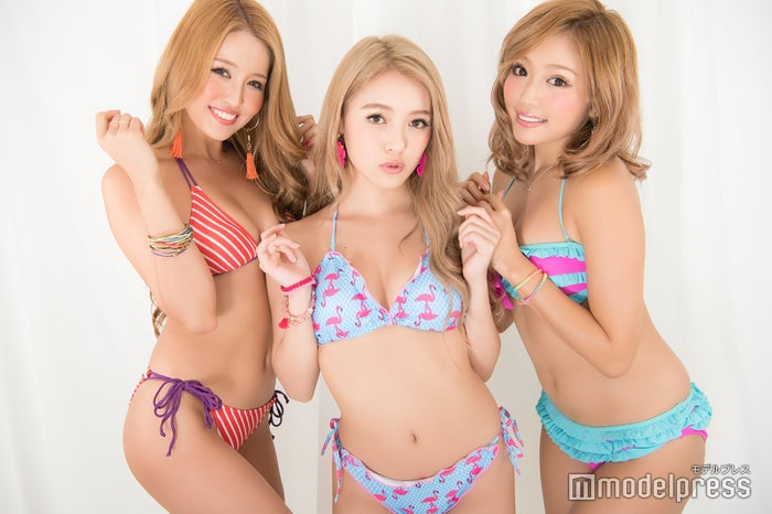 (左から)KANAE、NATSUNE、KAZUE(C)モデルプレス