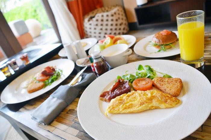希望すればヴィラまで朝食を届けてくれる(C)モデルプレス