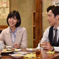 白石聖(左)/「Missデビル 人事の悪魔・椿眞子」第4話より(C)日本テレビ