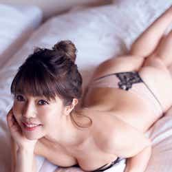 モデルプレス - 住谷杏奈、色気たっぷりの官能ショット レイザーラモンHGも「脱ぎすぎじゃない?」