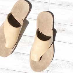 モデルプレス - 履くだけで今っぽ!ローリーズファーム「甲深サンダル」が夏のスカートコーデをアップデート