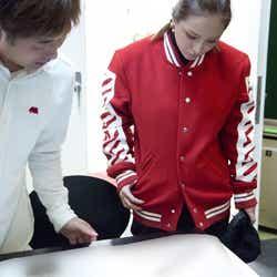 12月18日ダンスリハーサル/(右)浜崎あゆみ、私服も公開(画像提供:avex)
