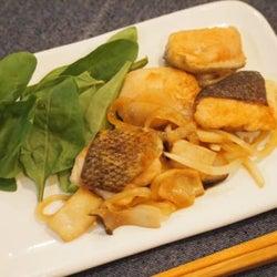 万人ウケ!簡単レシピ「鮭の甘辛ダレ炒め」を紹介♡