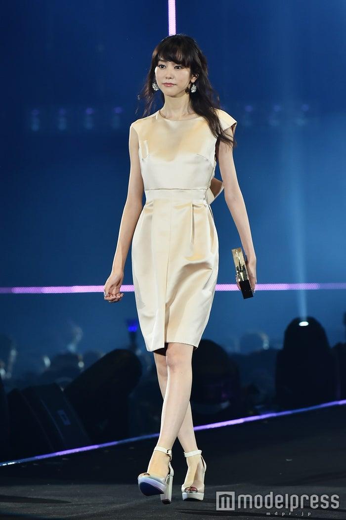桐谷美玲、エレガントなドレスコーデで華やかに魅了(C)モデルプレス