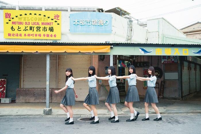 (左から)河田陽菜、上村ひなの、金村美玖、濱岸ひより、小坂菜緒/撮影:YOROKOBI