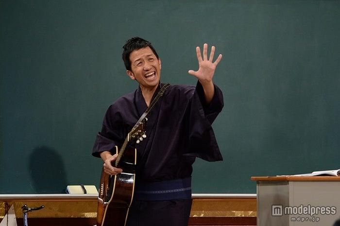 """ギター侍""""波田陽区、ブレイク時の最高月収&過去の失言を激白で異例の ..."""
