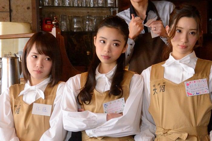 (左から)川栄李奈、趣里、足立梨花 (C)テレビ東京