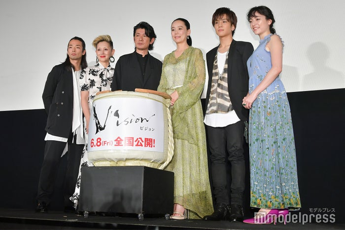 (左から)森山未來、夏木マリ、永瀬正敏、河瀬直美監督、岩田剛典、美波(C)モデルプレス