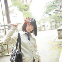 モデルプレス - 注目の若手女優・山田杏奈、フレッシュな制服ミニスカで美脚披露