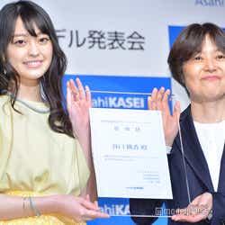 (左)谷口桃香(C)モデルプレス