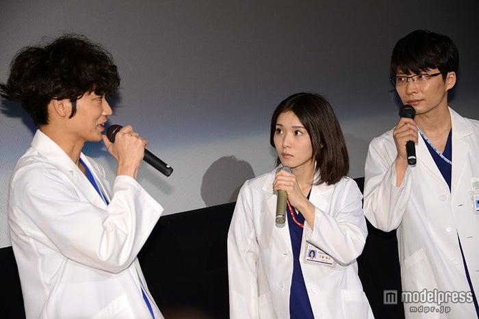 (左から)綾野剛、松岡茉優、星野源