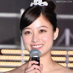 橋本環奈、実写映画『銀魂2』オフショットを公開!笑顔を浮かべる三浦春馬さんの姿も