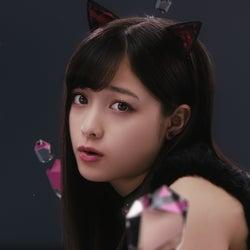"""橋本環奈、魅惑の""""黒猫カンナ""""に変身「クチビルだけじゃたりないの」"""