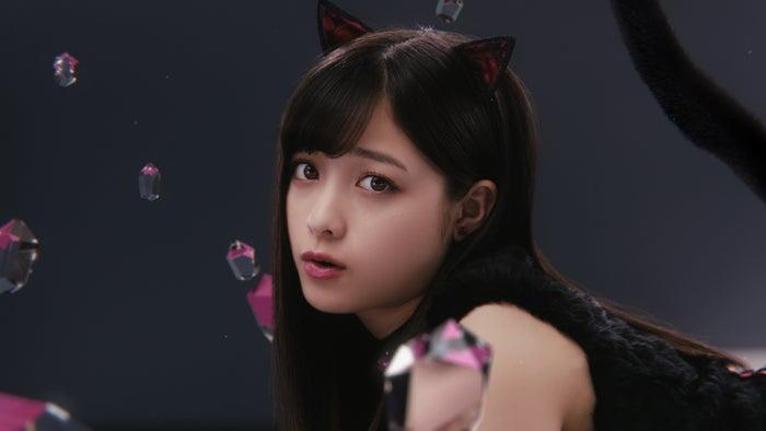 橋本環奈/新TV-CM「黒猫カンナ」篇より