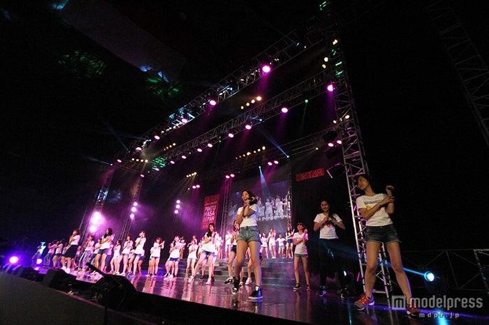 ライブステージ(C)JKT48Project