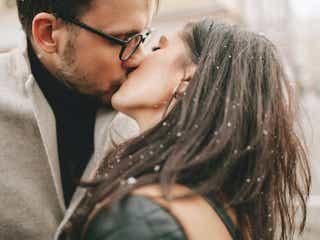 キスでわかる彼の愛情♡キスしたときに男性が好きな女性にだけする行動