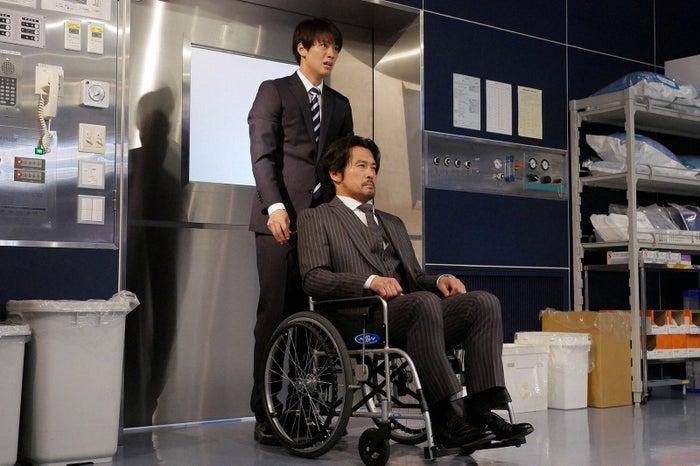 竹内涼真、内野聖陽/「ブラックペアン」最終話より(C)TBS