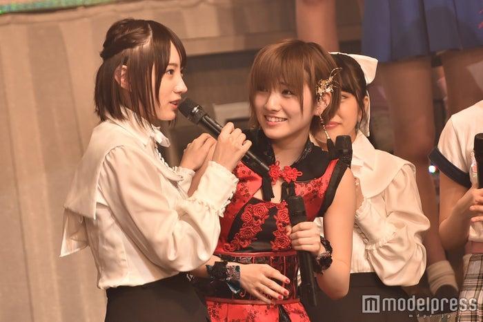 横顔が特に美しいNMB48太田夢莉(左) (C)モデルプレス