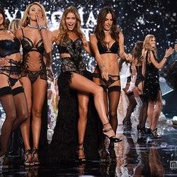 20周年を迎える「ヴィクトリアズ・シークレットファッションショー」がまもなく開幕!これまでを振り返る