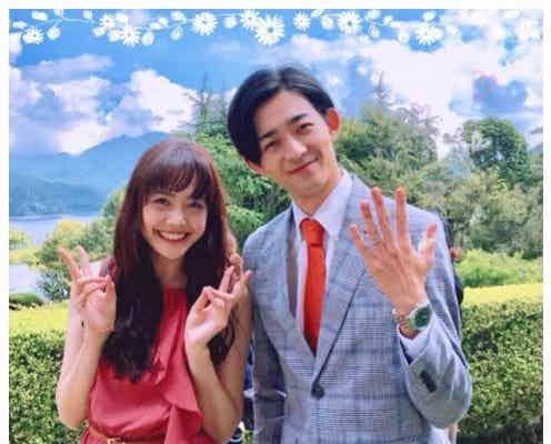 """松井愛莉&竜星涼""""寄り添い2ショット""""で結婚指輪アピール?<オトナ高校>"""