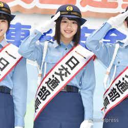制服姿で登場した丹生明里、渡邉美穂、金村美玖 (C)モデルプレス