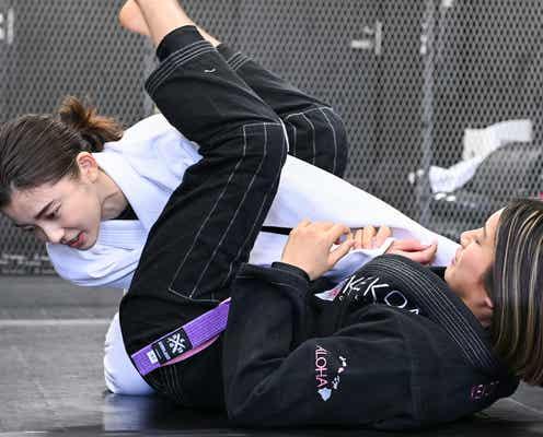 朝比奈彩、ブラジリアン柔術を体当たり取材「絞め技は簡単だった」