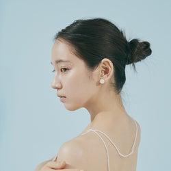 吉岡里帆、美背中を大胆披露 2nd写真集への思い語る