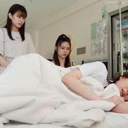 永瀬莉子、秋田汐梨、田鍋梨々花/「17.3 about a sex」第7話(C)AbemaTV, Inc.