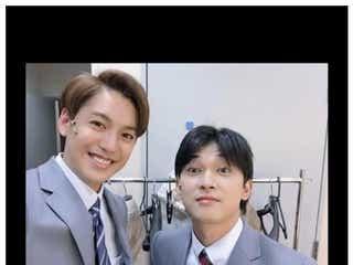 大野拓朗&吉沢亮、スーツ姿のイケメン2ショットにファン歓喜