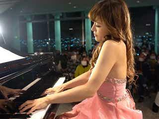 セクシーすぎるピアニスト高木里代子、格式あるジャズクラブ満席で追加公演決定!