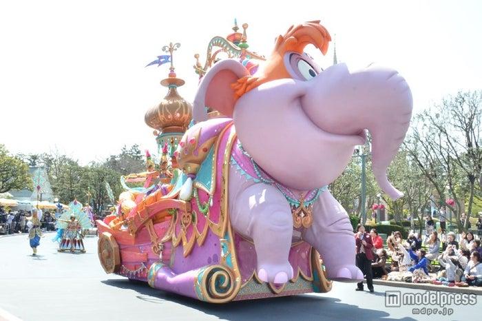 アブーが変身した象のフロート/ハピネス・イズ・ヒア
