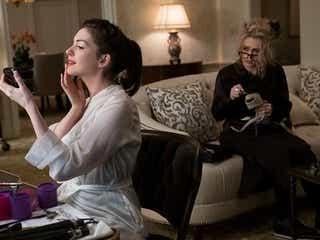 『オーシャンズ8』アン・ハサウェイ、出産直後でスタイルに自信喪失中、リアーナの言葉で救われる