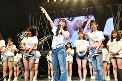 中央:松村香織「SKE48 リクエストアワー セットリストベスト100 2018 ~メンバーの数だけ神曲はある~」15日夜公演より(C)AKS