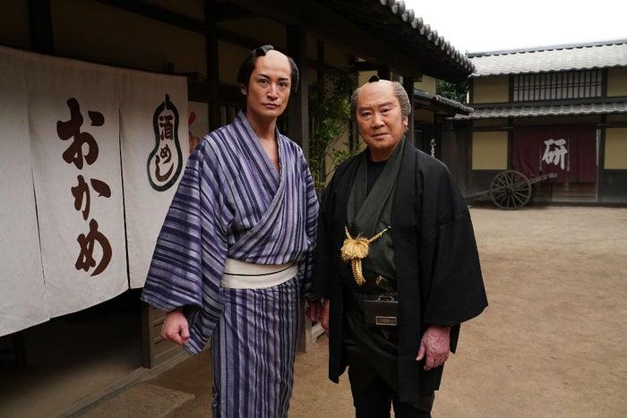 松岡昌宏、里見浩太朗(C)TBS