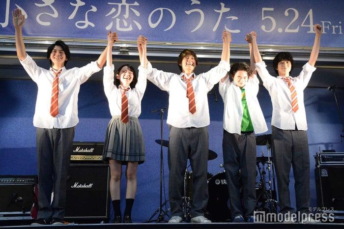 (左から)眞栄田郷敦、山田杏奈、佐野勇斗、森永悠希、鈴木仁 (C)モデルプレス