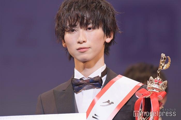 「MR OF MR CAMPUS CONTEST 2021」グランプリの鈴木廉さん(C)モデルプレス